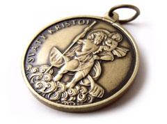 Bronzový medailón Svätého Krištofa.